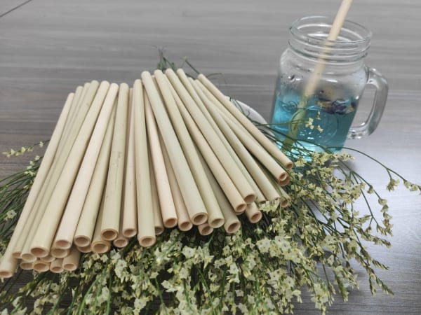 Drink tea with bamboo straws